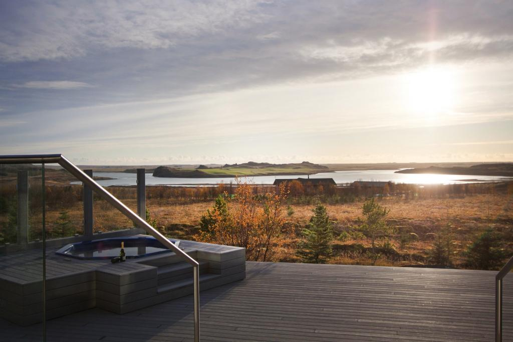 Travel in luxury to Iceland